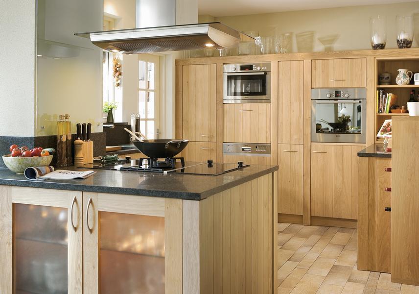 Houten keukens op maat landelijk stoer landelijke en for Zelf keuken samenstellen