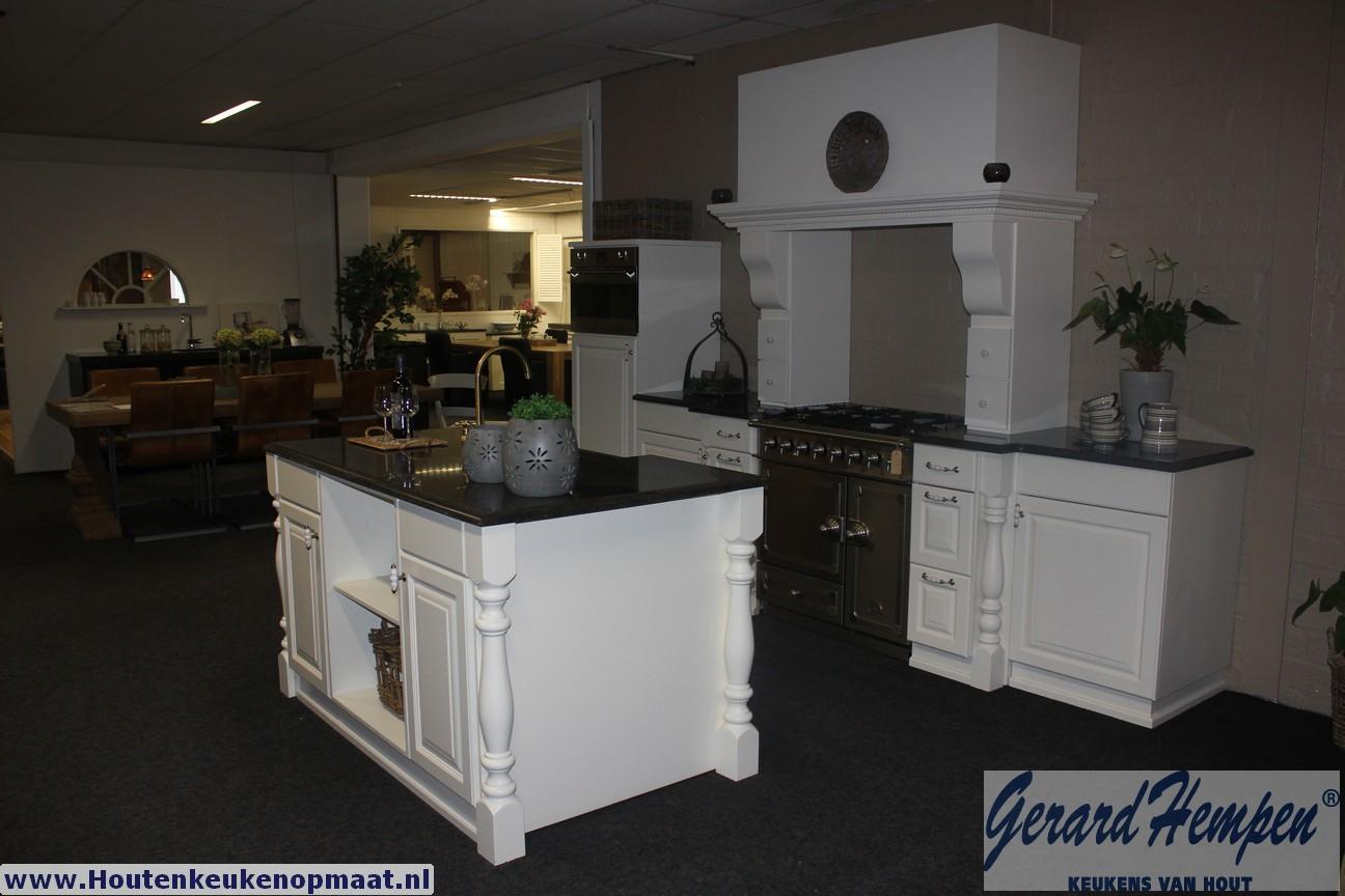 Showroom opruiming landelijke en moderne houten keukens op maat - Keuken m ...
