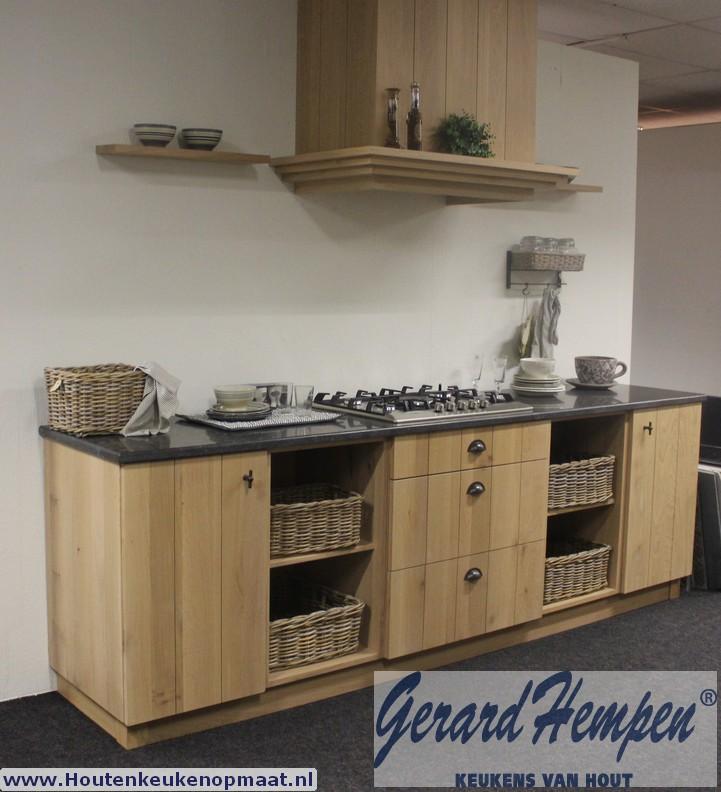 Opruiming Showroom Keuken 2: Landelijke Houten Keuken