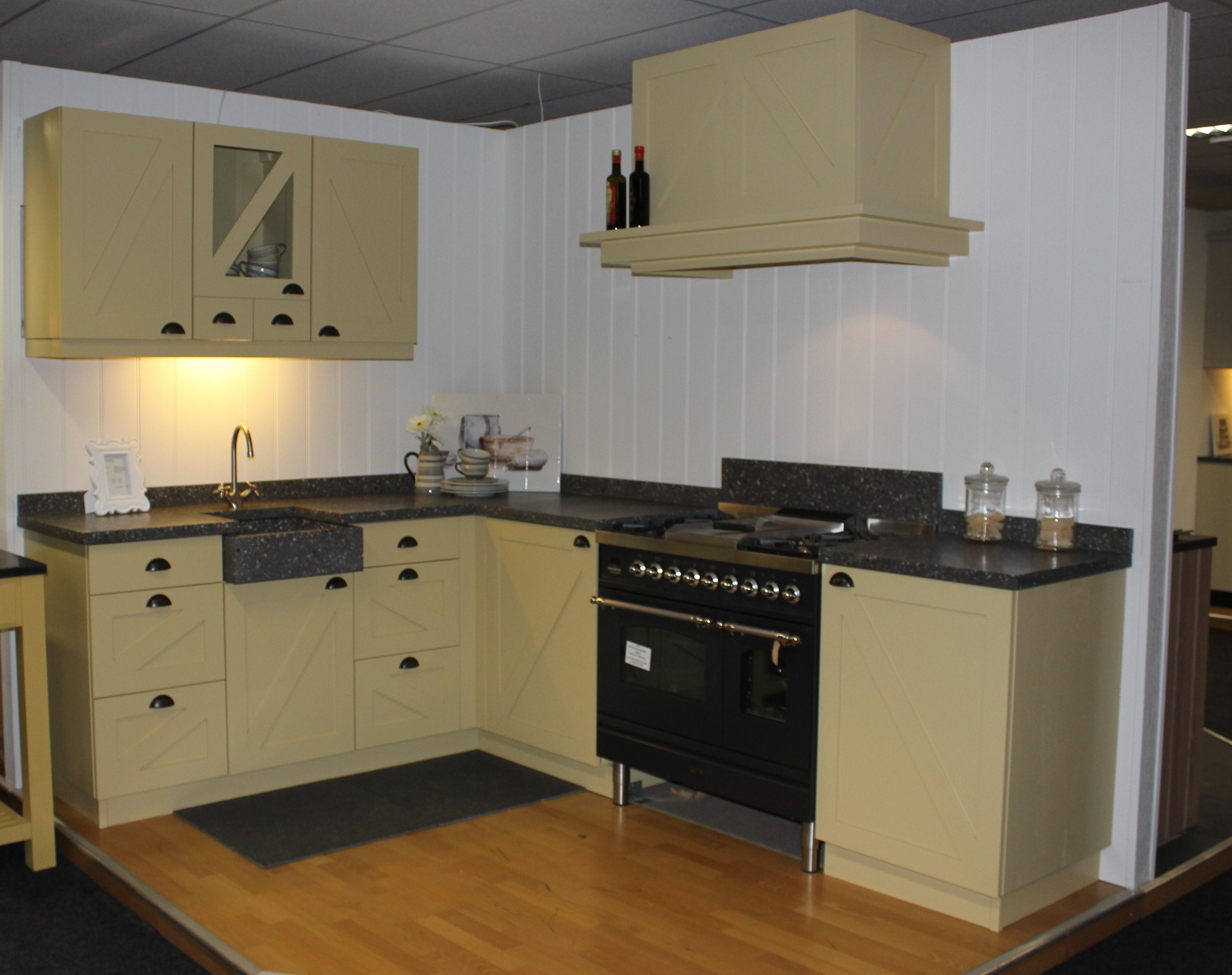 Keukens Opruiming: Opruiming keukens uit voorraad leverbaar.